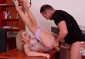 Žhavé sexy Sekretářka porno - PORNBL.COM